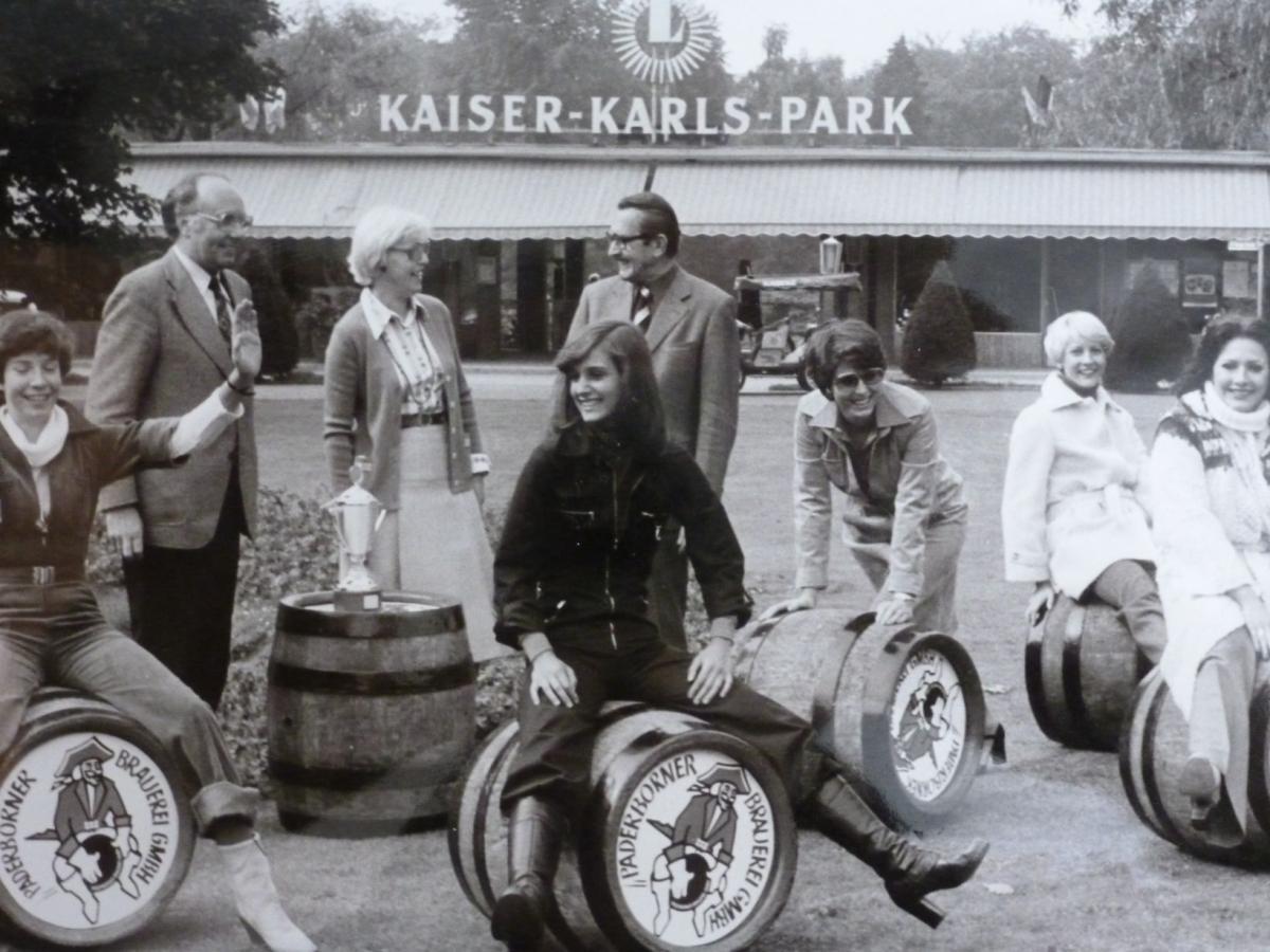 Bierfassrollen vor dem Kaiser-Karls-Park, erstmals am 17.10.1977 durchgeführt