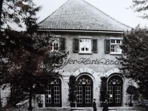 Kaiser-Karls-Bad Gebäude Mittelelement