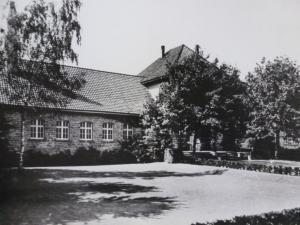 Kaiser-Karls-Bad Gebäude mit Gartenanlagen ca. 1930er Jahre